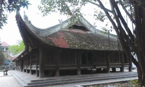 La maison communale de Dinh Bang a la forme d'une maison sur pilotis.