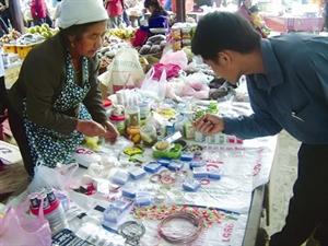 Sur ce marché tout se vend, de l'aiguille au buffle. Photo : Sur ce marché tout se vend, de l'aiguille au buffle.