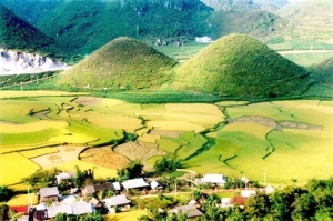 Une vue générale de la «Montagne doublée de la Fée» à Hà Giang.