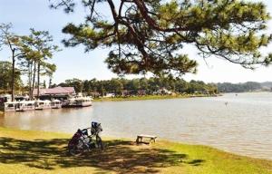 Le lac Xuân Huong, en plein coeur de Dà Lat.