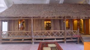 La maison sur pilotis en bois des Thaï noirs