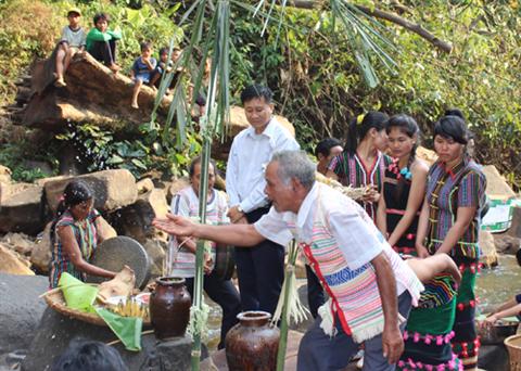 Le rite des ma le culte du g nie des eaux voyage vietnam pas cher for Genie des eaux