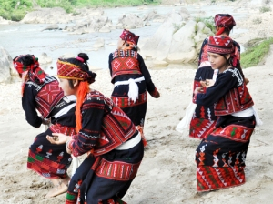 Danse-des-filles-Xa-Pho