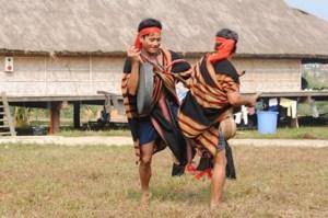 jeux-folkloriques-de-l'ethnie-Cor