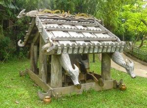 maisons-funeraires-de-l'ethnie-Co-Tu