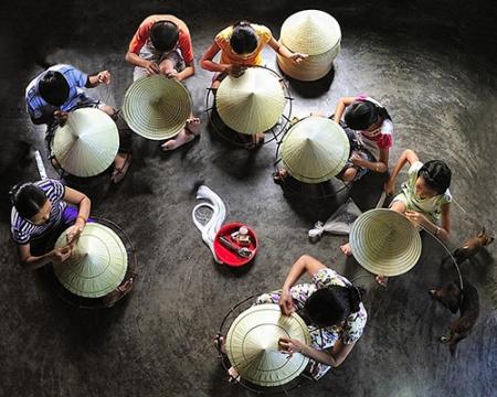 village-chapeau-conique