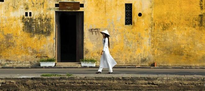 Avec un temps de découverte, il voit se dégagent des significations de ce coloris particulier. En fait, la croyance vietnamienne veut que le jaune soit la couleur liée au symbole royal pour son incarnation du luxe, de la chance et de la richesse. Sous l'observation de Réhahn, dans chaque famille, par rapport à d'autres, cette teinture prévaut sur l'autel, lieu sacré de tout foyer vietnamien (selon BBC).