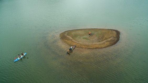 L'extrême tranquillité s'installe sur les eaux turquoises.