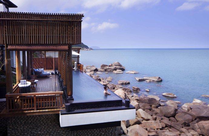 L'InterContinental Danang Sun Peninsula Resort est la première et la seule villégiature du monde à être honoré de ce prix réputé pour la troisième fois consécutive, en 2014, 2015 et 2016.