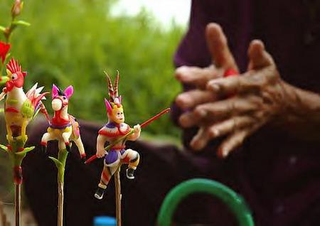 Les artisans, à la main habile et légère, au sens de l'observation, et à la créativité débridée, créent leur tò he.